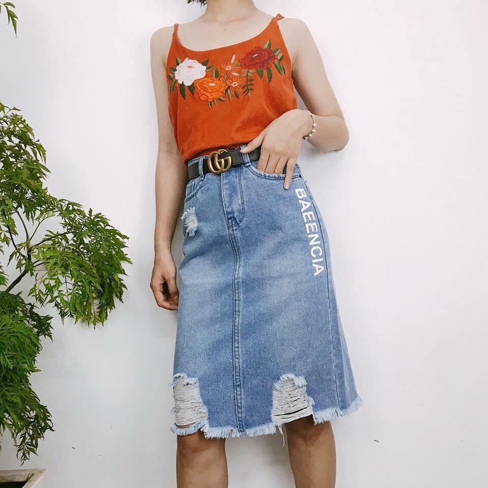 Chân váy jean dài in chữ