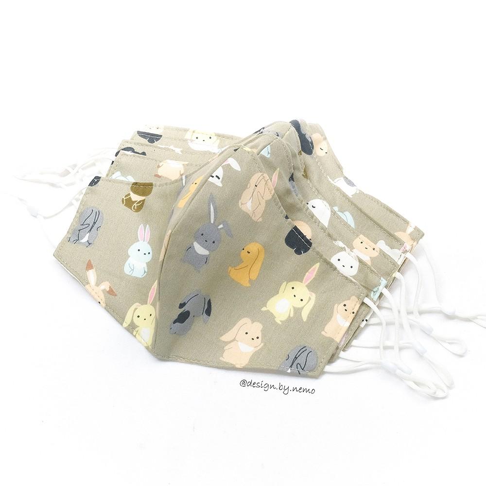 Khẩu Trang Vải 3 Lớp Thỏ Ú Nền Nâu, có nút tăng giảm dây tiện lợi dành cho cả nam và nữ - KTTUNN