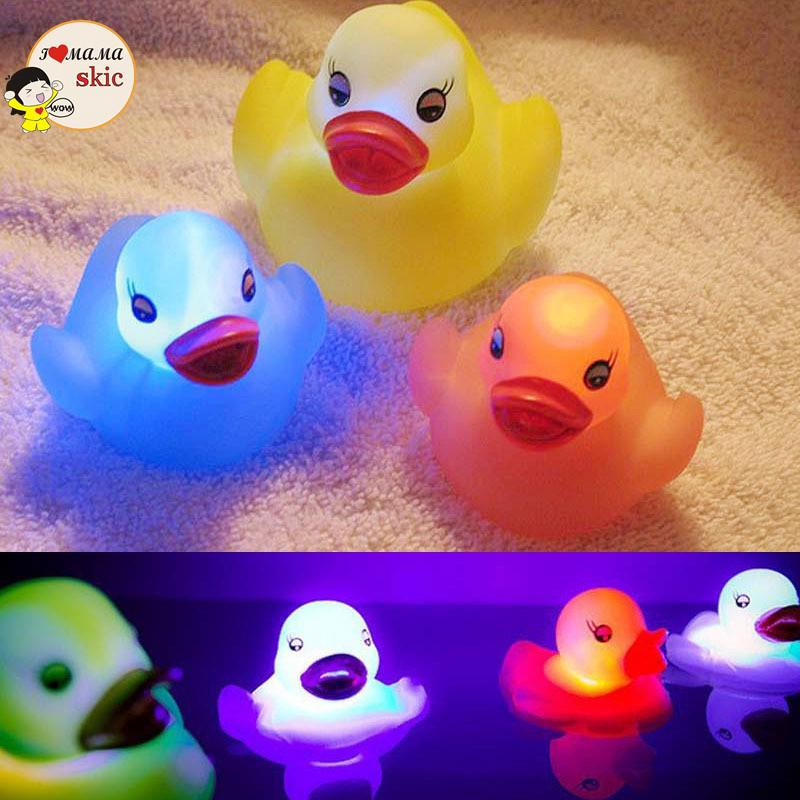 1PCS Baby Bath Toys Rubber Duck LED Light Glowing Duck Baby Bathing Toys Random Color