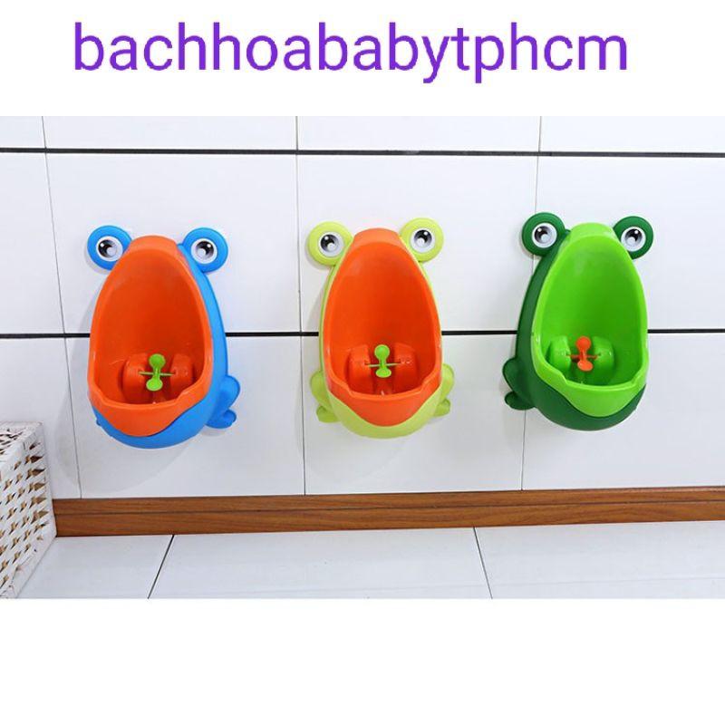Bô ếch gắn tường cho bé trai đi vệ sinh