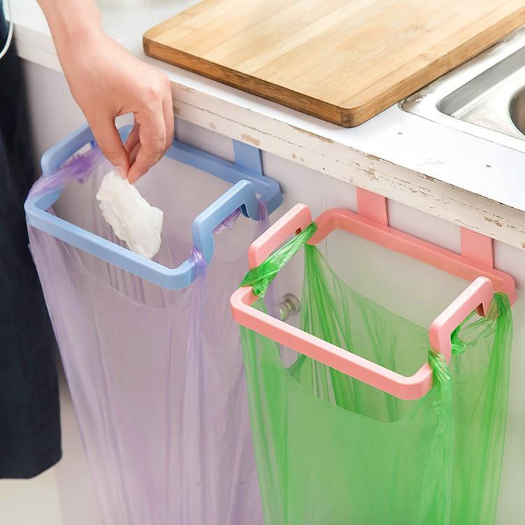 Giá treo khăn, túi nilong đựng rác