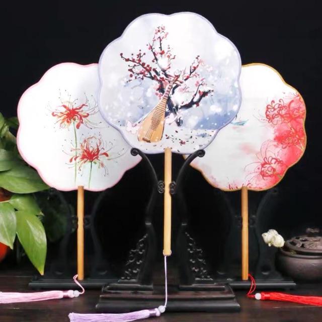Quạt tròn cổ trang hình hoa có sẵn