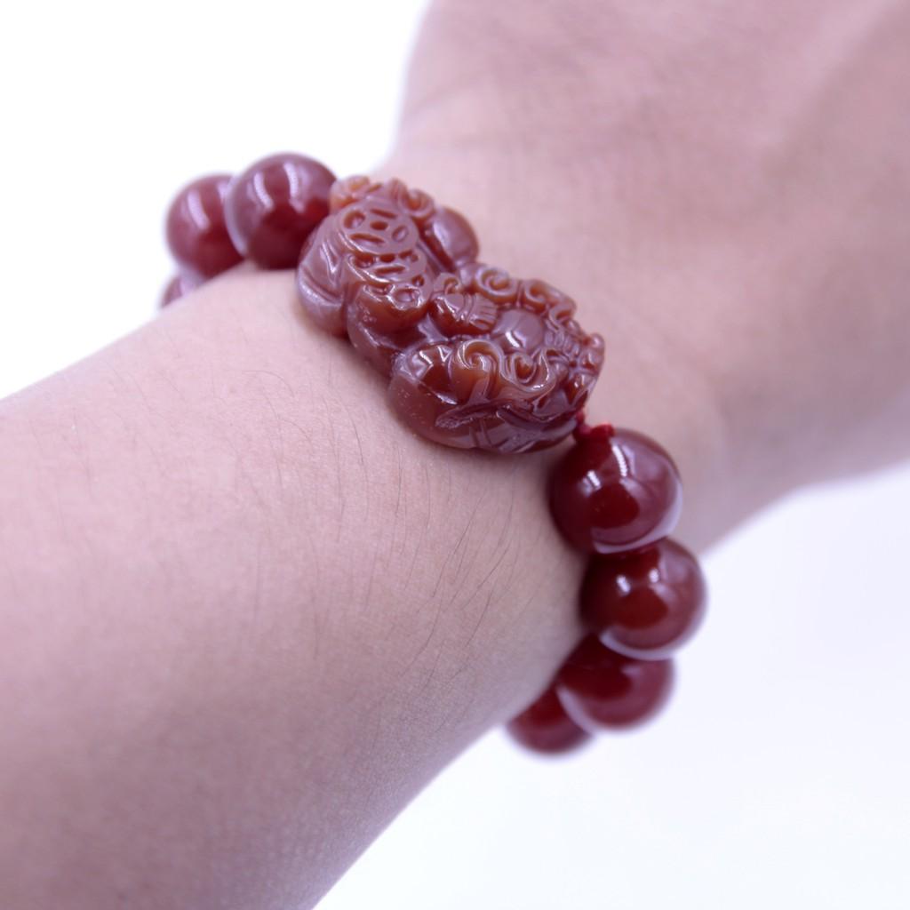 Vòng tay đá Huyết Thạch phong thủy Tỳ Hưu (Size nam)