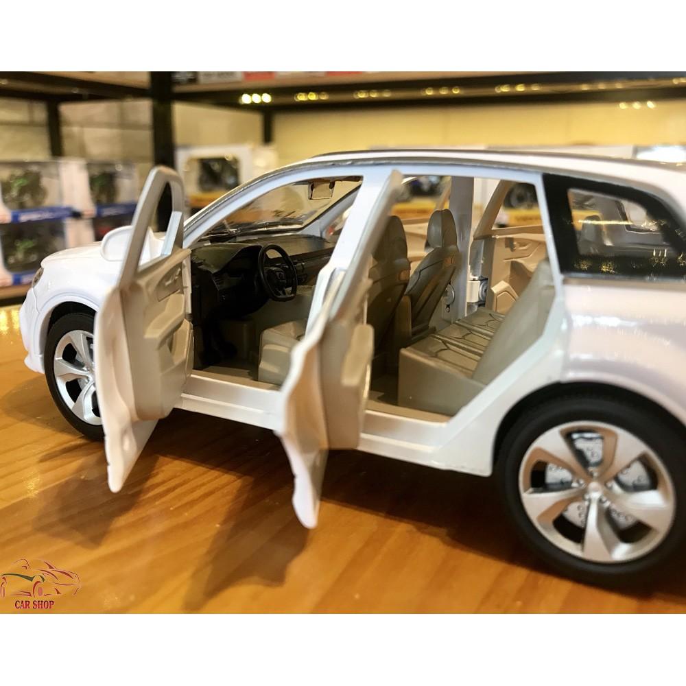 Xe mô hình hợp kim Audi Q7 hãng XLG tỉ lệ 1:24 màu trắng