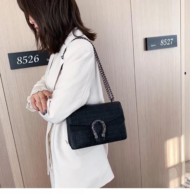[HOTTREND] Túi da đeo chéo in chữ vân chìm - TS163