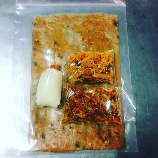 Combo bánh tráng bơ khỏi gà lá chanh 20b/ 270k