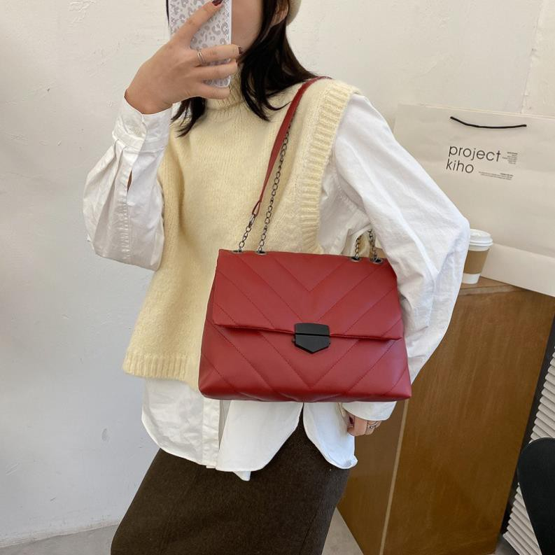 Túi đeo vai thiết kết đơn giản sang trọng