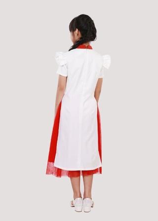 Áo dài may mắn trắng bé gái