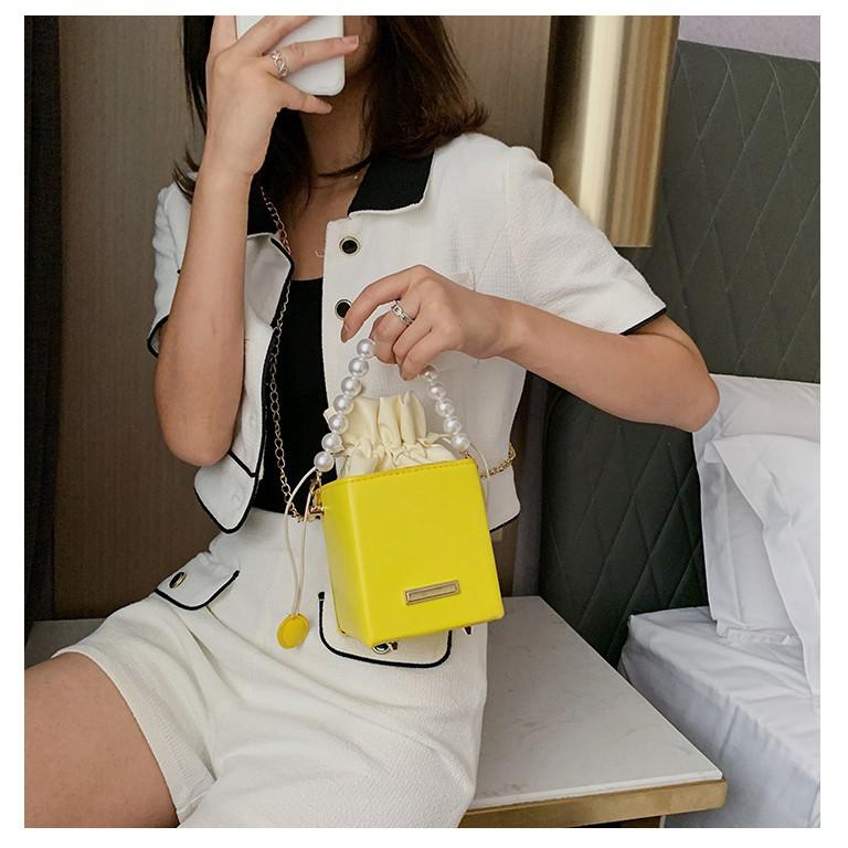 Túi xách hình hộp vuông có tay cầm chuỗi hạt và dây đeo