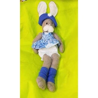 Gấu bông con thỏ mặc đầm sổ mũi
