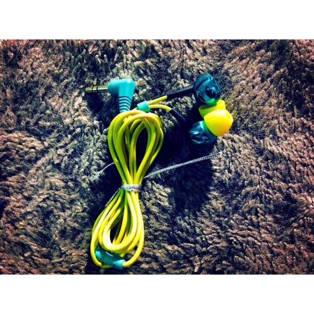 Tai nghe cao cấp nhật âm thanh cực hay ( hàng trưng bày tại store Nhật) + tặng kèm 1 bóp đựng siêu xinh