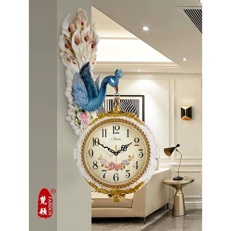 Đồng hồ con công treo tường có sẵn