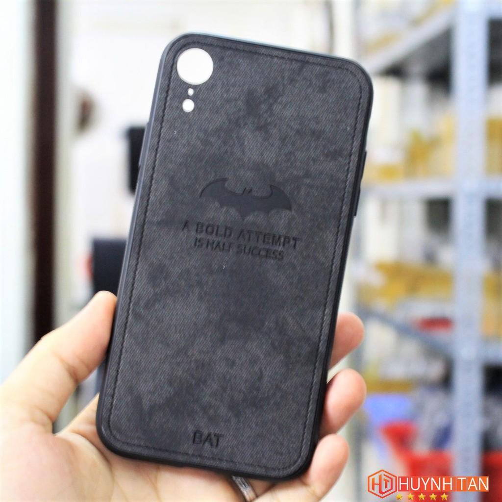 FREESHIP 99K TOÀN QUỐC_Ốp lưng Iphone XR vân vải khắc 3D hình Dơi (màu Đen ảnh bìa)