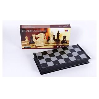 Bộ cờ vua có nam châm thương hiệu UBON