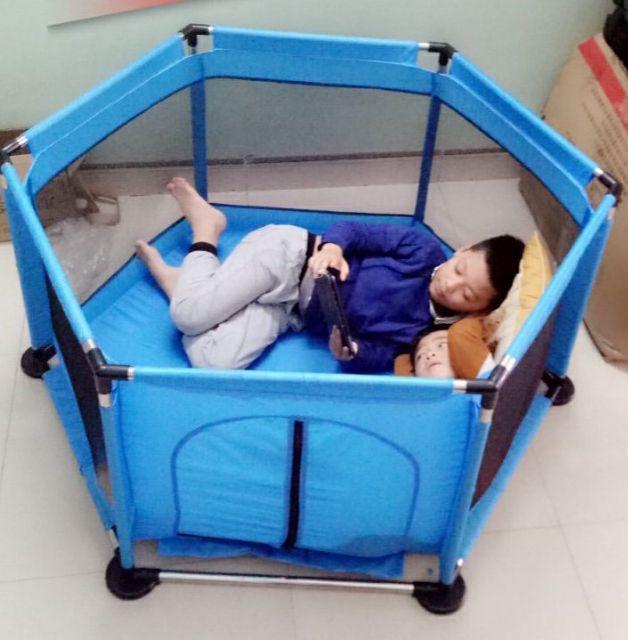 Quây bóng khung inox tặng kèm bóng cho bé