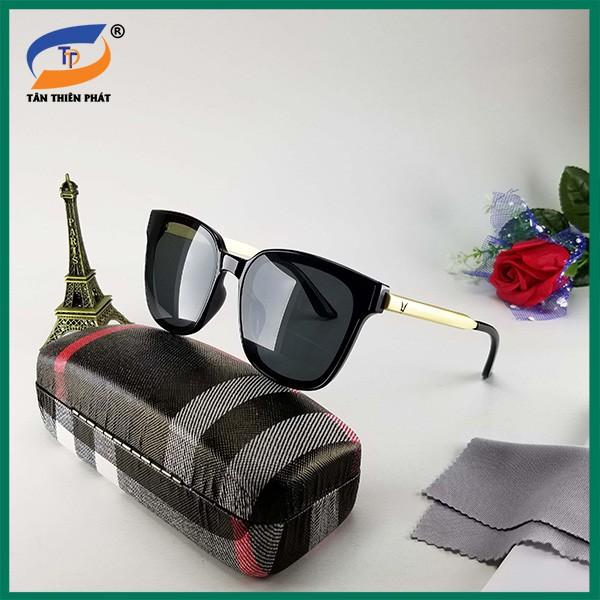 Mắt kính nữ/nam (unisex) màu đen râm mát chống nắng, tia UV 6035D. Kính mát gọng kim loại chữ V...