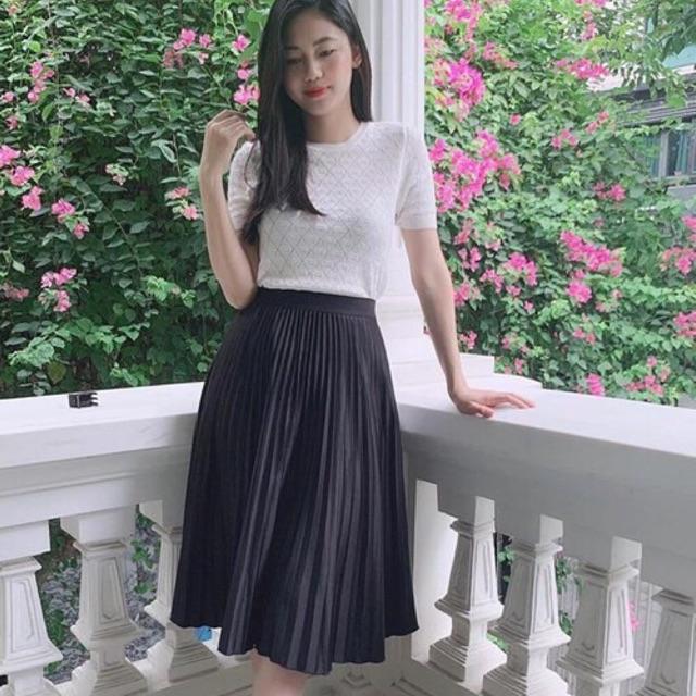 Chân váy dập ly dáng dài,chất liệu umi tàu sịn, đẹp, lên ly bóng mịn