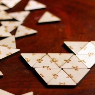 Bộ trò chơi Domino Toán học