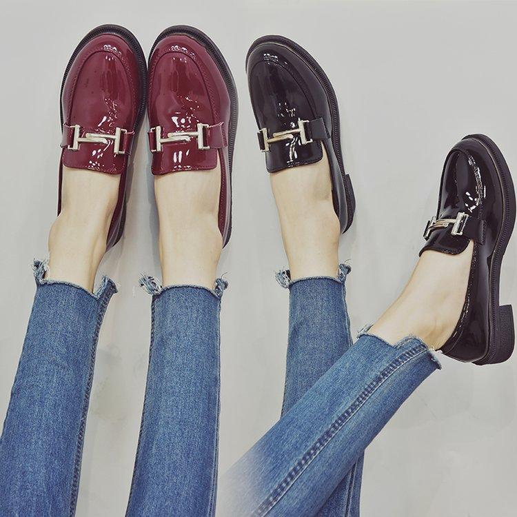 Giày da mũi tròn phong cách Anh Quốc