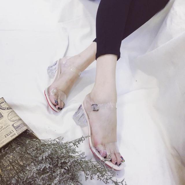Giày sandal cao gót quai trong nền bóng 5cm DOQ