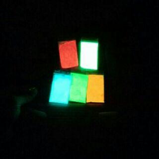 Bột dạ quang phát sáng