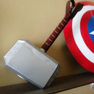 Búa Mjolnir của Thor tỉ lệ 1:1