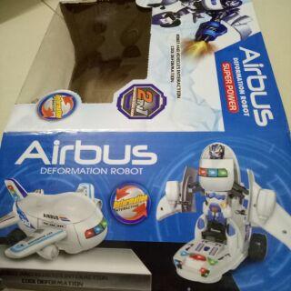 Máy bay biến hình robot