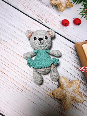 Gấu váy xanh handmade – Đồ thủ công đan len sợi cotton mềm mịn – Bơ shop
