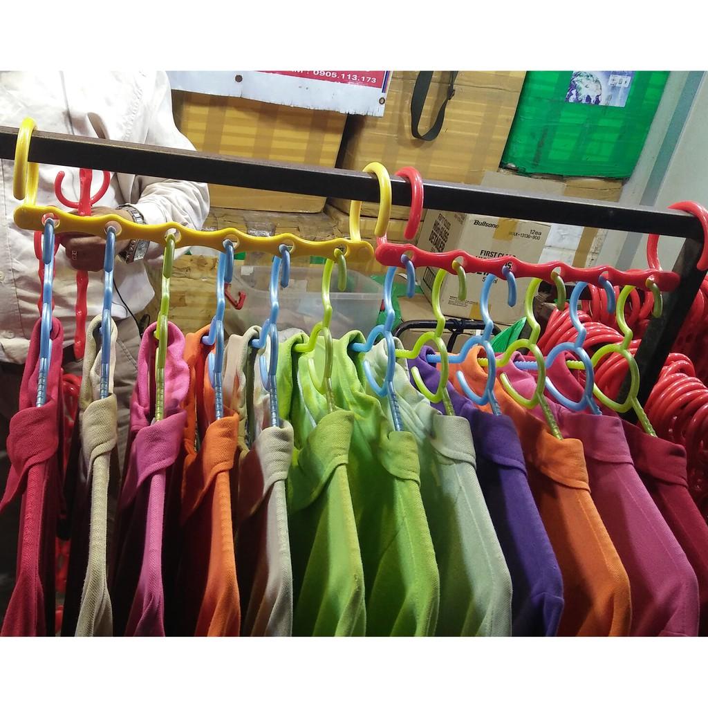 Móc treo quần áo tiết kiệm diện tích