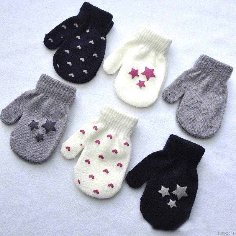 Đôi găng tay giữ ấm mùa đông cho bé