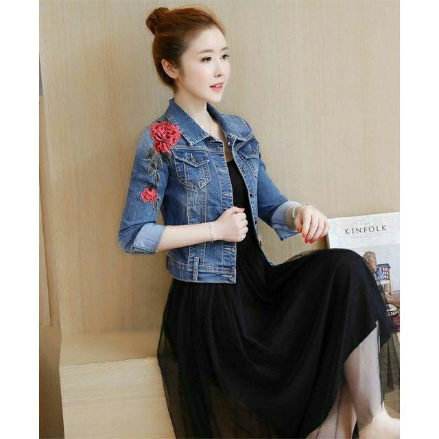 Áo khoác jean nữ đắp hoa thật xinh - HNG