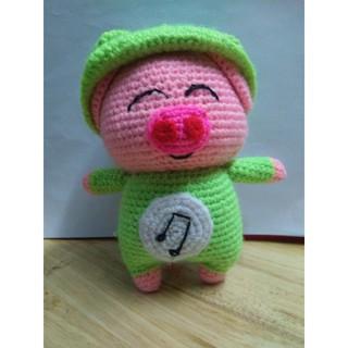 Bé heo hồng mặc đồ ếch