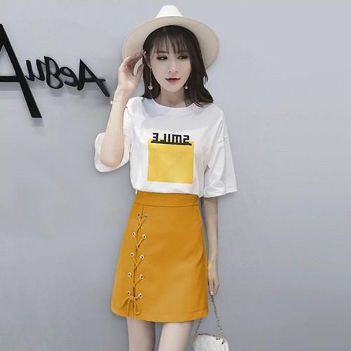 Set đồ nữ đi chơi váy áo phong cách tôn dáng - Chân váy công sở ngắn vàng - Áo thun trắng nữ có chữ đơn giản - Anquachi