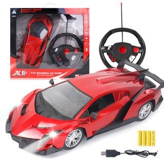 Xe ô tô đồ chơi cảm ứng điện bốn chiều – điều khiển từ xa