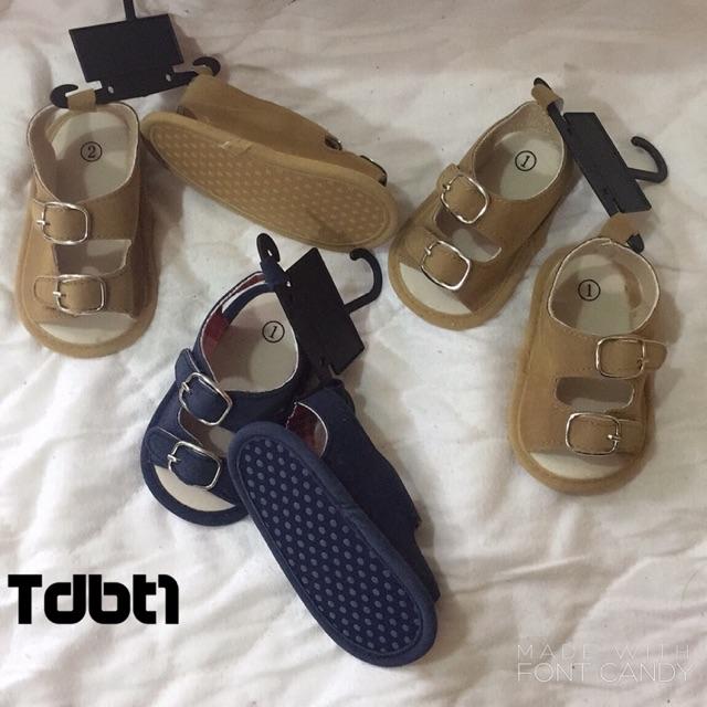 2 mẫu sandal tập đi cho bé