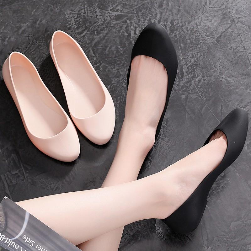 Giày nhựa đi mưa giày búp bê công sở form chuẩn đế mềm siêu nhẹ màu đen, kem V182