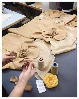 Kết quả hình ảnh cho hoa cài áo vải bố