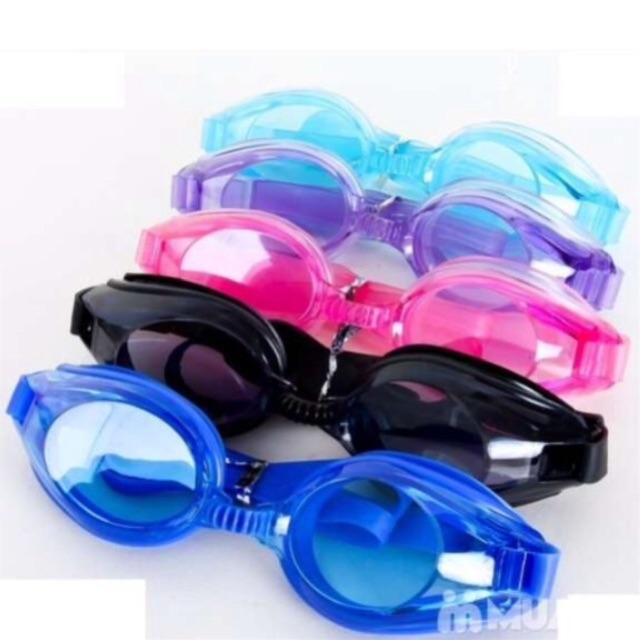 Kính bơi nhiều sắc màu