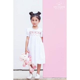 Đầm bé gái Ninh Khương - Đầm smock trắng  cổ tròn tay phồng