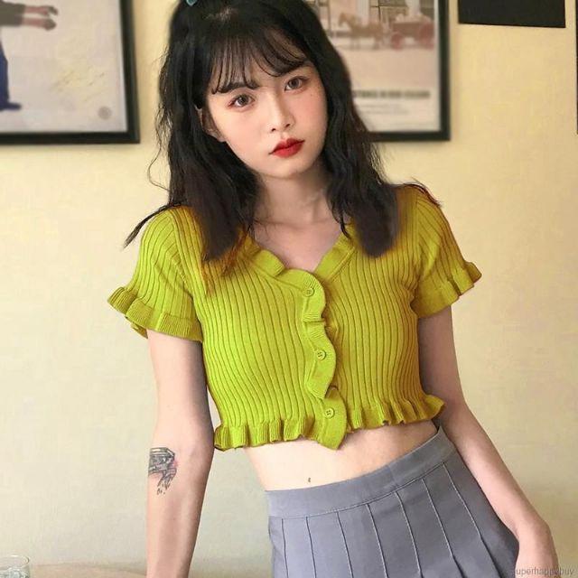 Mặc gì đẹp: Thời trang với  Áo Croptop Dệt Kim Tay Ngắn Cổ Chữ V Màu Trơn Phong Cách Hàn Quốc