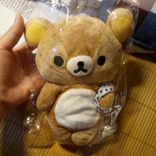 Gấu bông Rilakkuma cầm khăn đi tắm