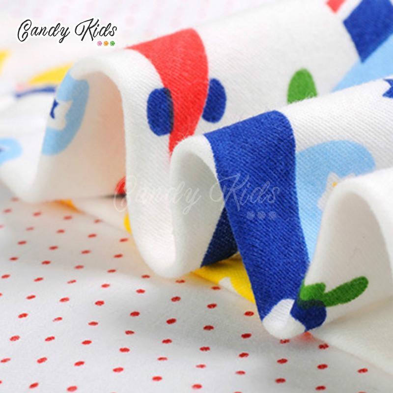 Yếm ăn thấm nước hình tam giác in họa tiết đáng yêu cho bé