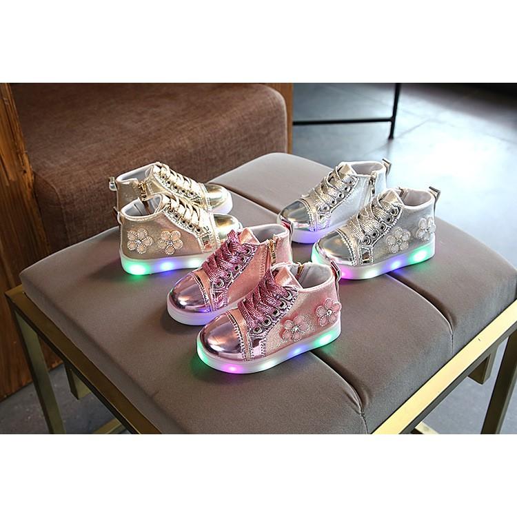 Giầy hoa có đèn LED cho bé gái từ 1-3 tuổi siêu đẹp (Size 21-25) - 9956722 , 857596429 , 322_857596429 , 360000 , Giay-hoa-co-den-LED-cho-be-gai-tu-1-3-tuoi-sieu-dep-Size-21-25-322_857596429 , shopee.vn , Giầy hoa có đèn LED cho bé gái từ 1-3 tuổi siêu đẹp (Size 21-25)