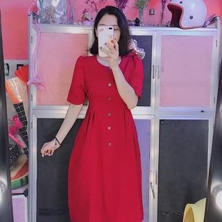 Váy đỏ cúc gỗ