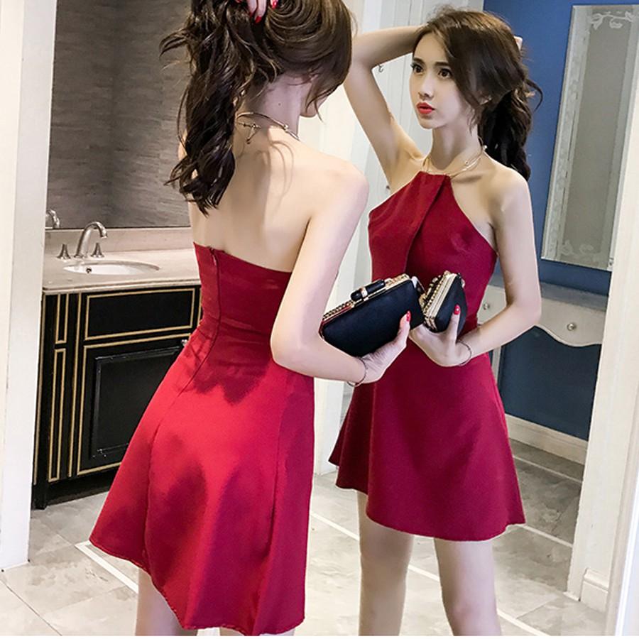 Đầm dự tiệc lưng trần sexy dáng xòe vòng cổ kim loại siêu xinh Letter A (màu đỏ đô)