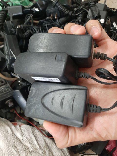 Adapter 5v 1a ... Zin theo máy sài tốt. 589nhattao