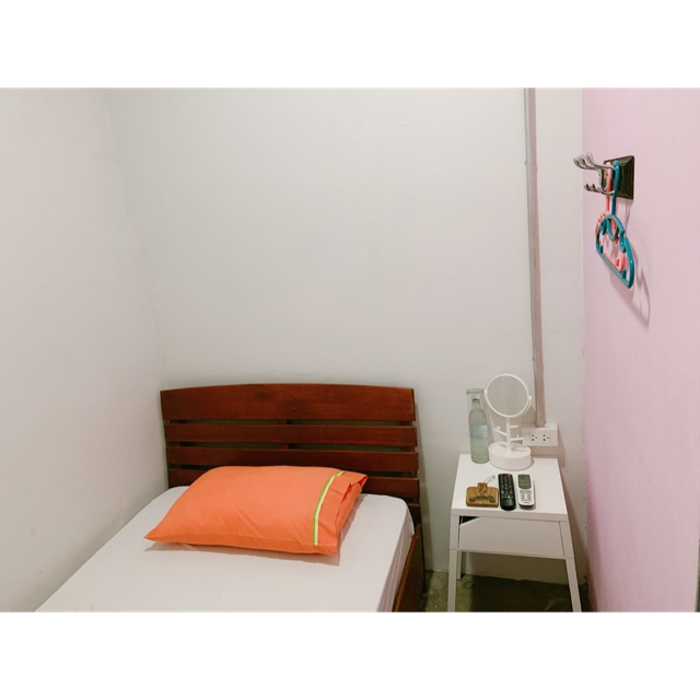 ห้องพักส่วนตัว สำหรับ 1 คน ใจกลางเมืองภูเก็ตที่ Sleep Sheep Hostel & Cafe'