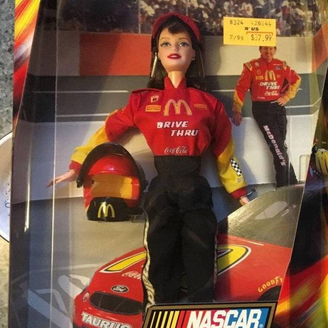 Búp bê barbie đua xe đỏ