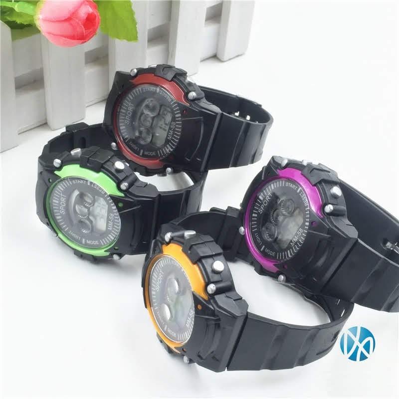 [Giá sỉ - Có clip thật] - Đồng hồ điện tử trẻ em MM-58 Red - Đồng hồ thể thao chống nước màu đỏ