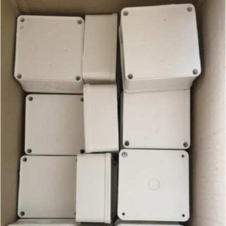 10 Hộp Kỹ Thuật Điện Nhựa Dẻo Bền 11*11*5cm Nắp Trùm Miệng Hộp Chống Nước